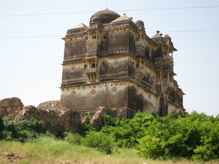 Palace ruins in Chittaurgarh