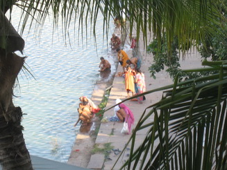 Hindu devotees bathing in Pushkar Lake